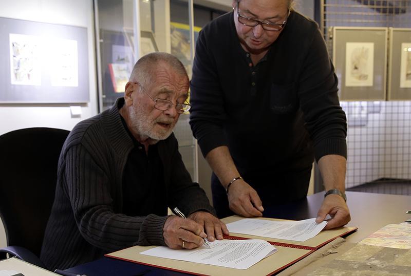 Unterzeichnung des Dauerleihvertrages über das Lebenswerk des Karikaturisten Reiner Schwalme